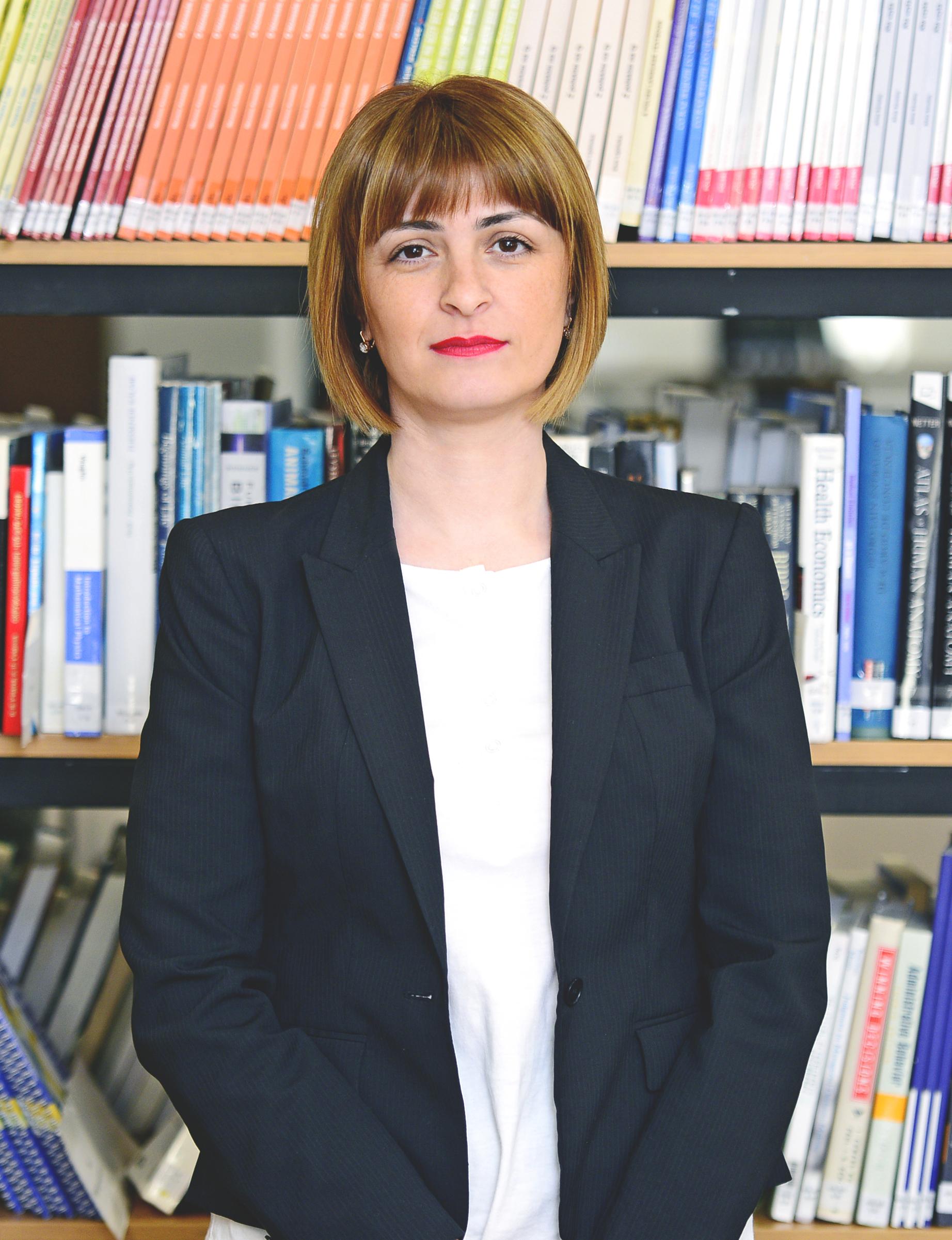 მთავარი სპეციალისტი – ანა წილოსანი  ana.tsilosani@iliauni.edu.ge