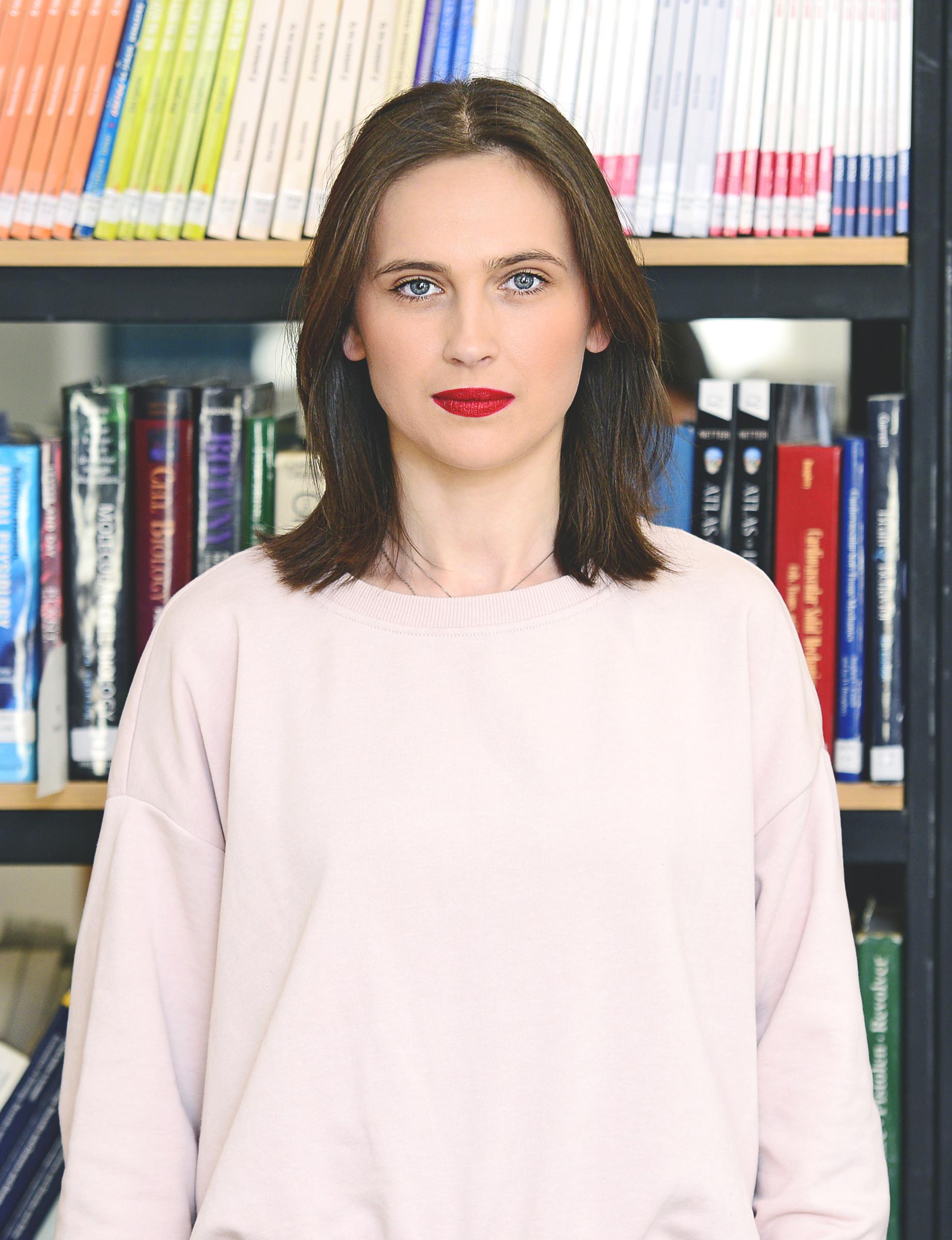 უფროსი სპეციალისტი – ირინა სპირინა  irina_spirina@iliauni.edu.ge