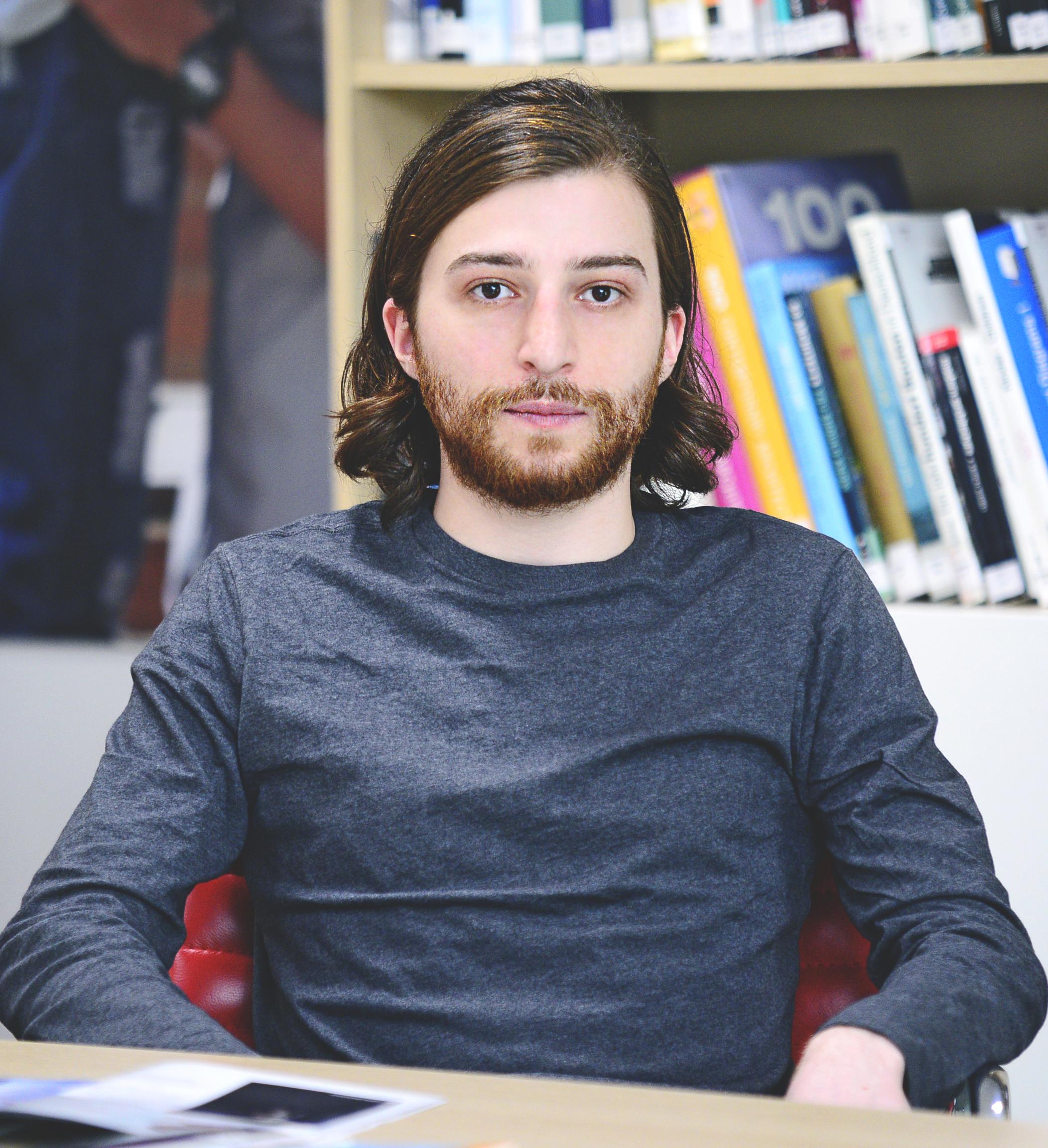 უფროსი სპეციალისტი – სანდრო ბურჯანაძე  sandro.burjanadze@iliauni.edu.ge  moodle@iliauni.edu.ge